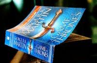 Książka z niebieską okładką